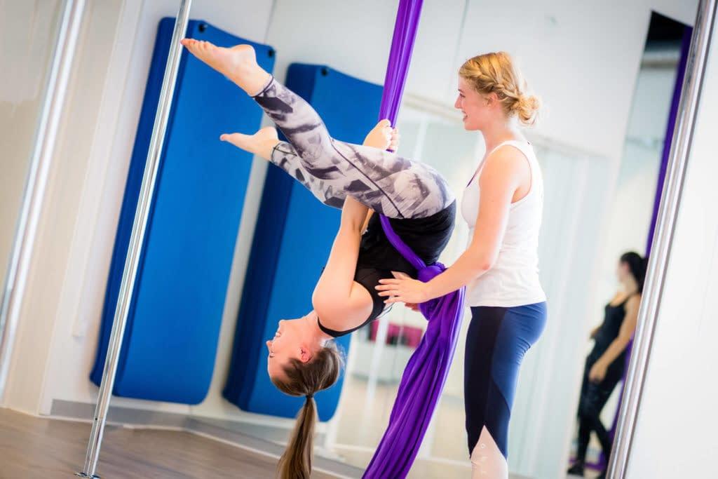 silk instructor helps girl