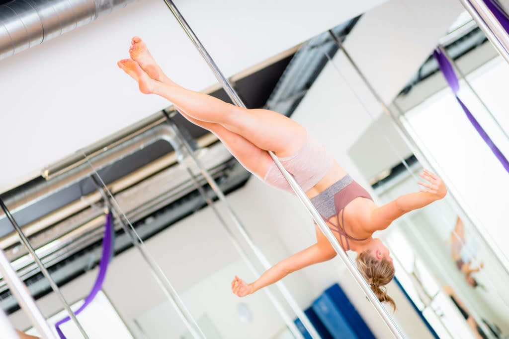 pole fitness leghang back