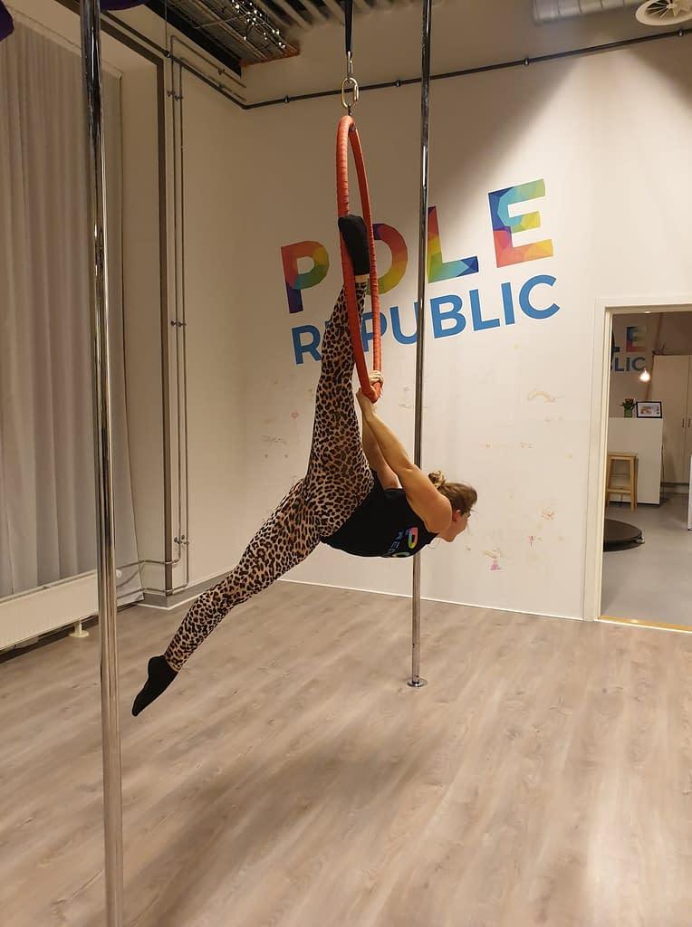 girl aerial hoop split