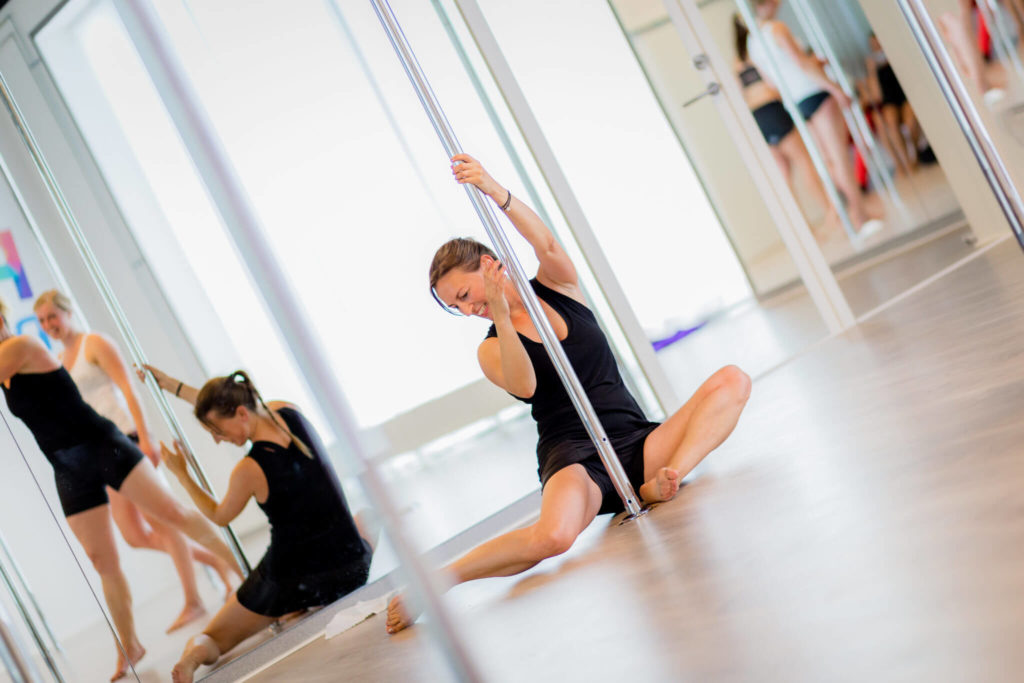 pole fitness woman spin