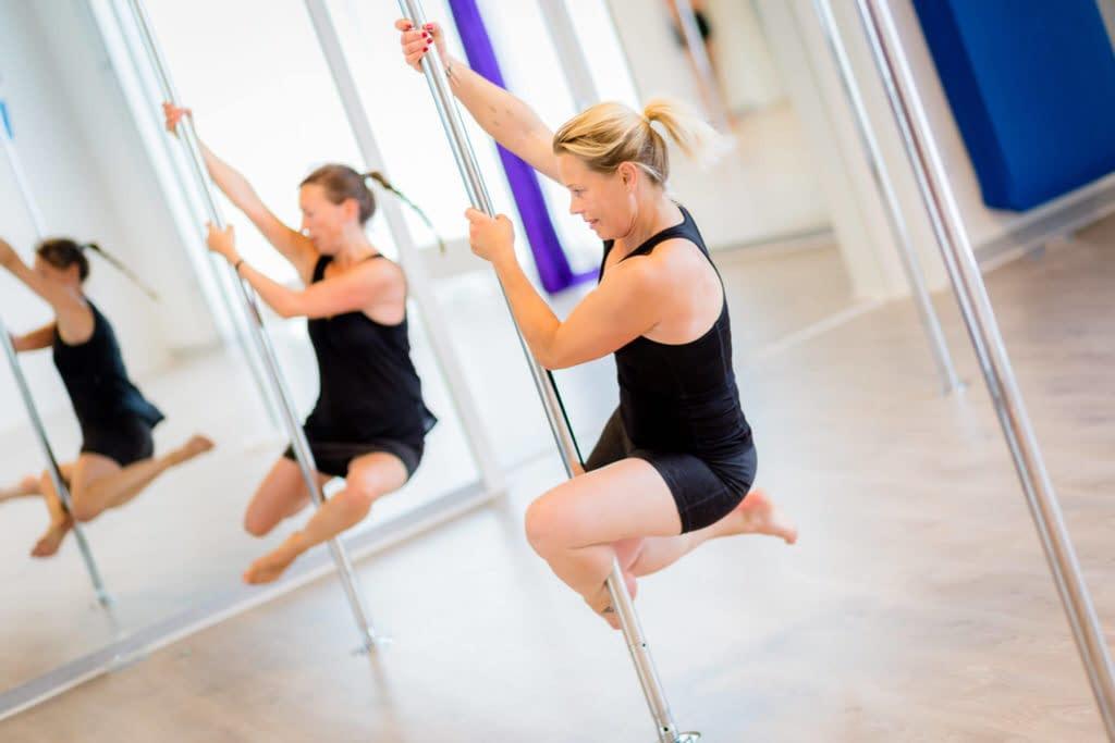 two girl pole dance