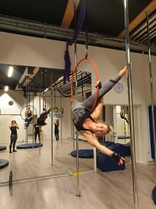 girls aerial hoop hang